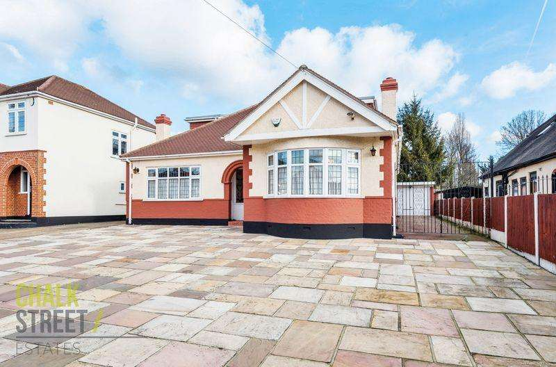 4 Bedrooms Detached Bungalow for sale in Mill Park Avenue, Hornchurch, RM12