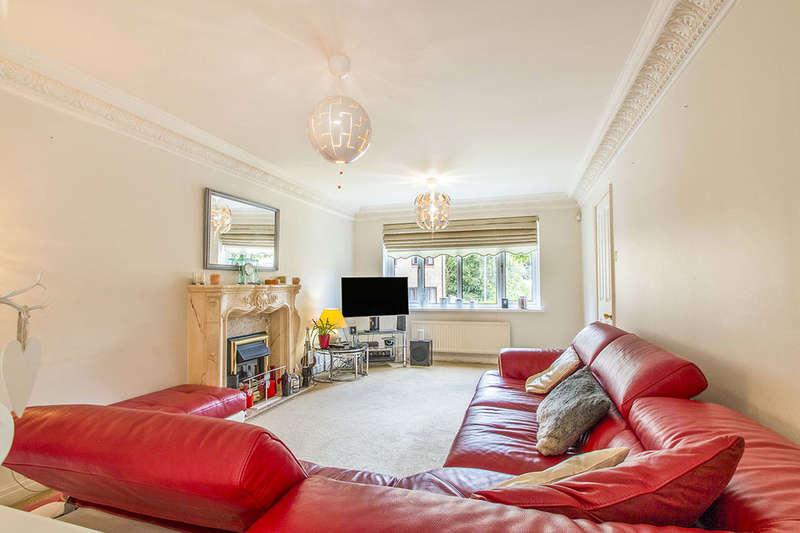 4 Bedrooms Detached House for sale in Clark Spring Close, Morley, Leeds, LS27