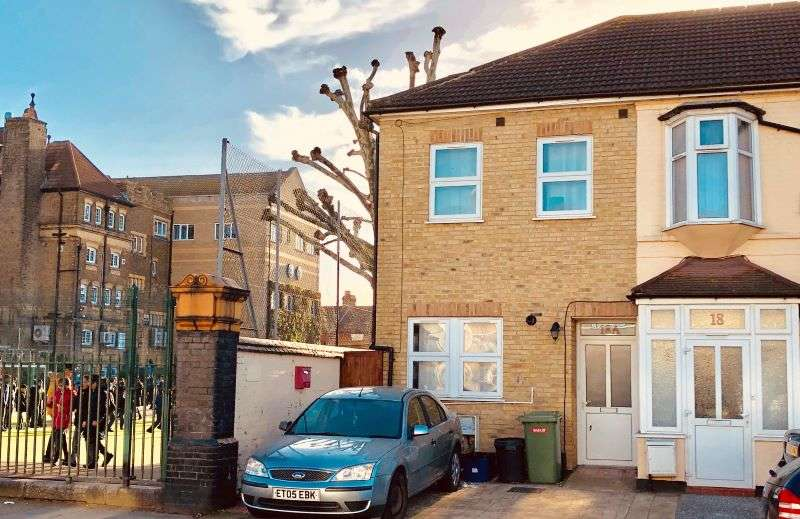 4 Bedrooms House for sale in Rutland Road, Ilford, IG1