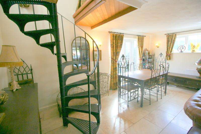 4 Bedrooms Detached House for sale in Parsonage Lane, Tendring