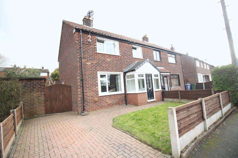 3 Bedrooms Semi Detached House for sale in Buckingham Drive, Dukinfield