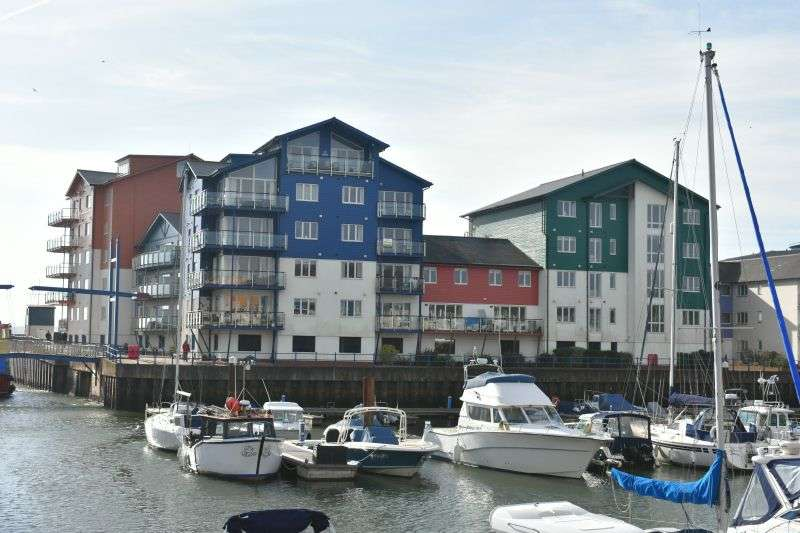 2 Bedrooms Flat for sale in REGATTA COURT, EXMOUTH MARINA