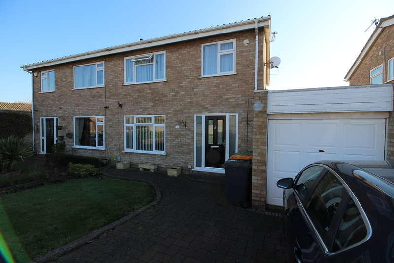 3 Bedrooms Semi Detached House for sale in Moriston Road, Brickhill, Bedford, MK41