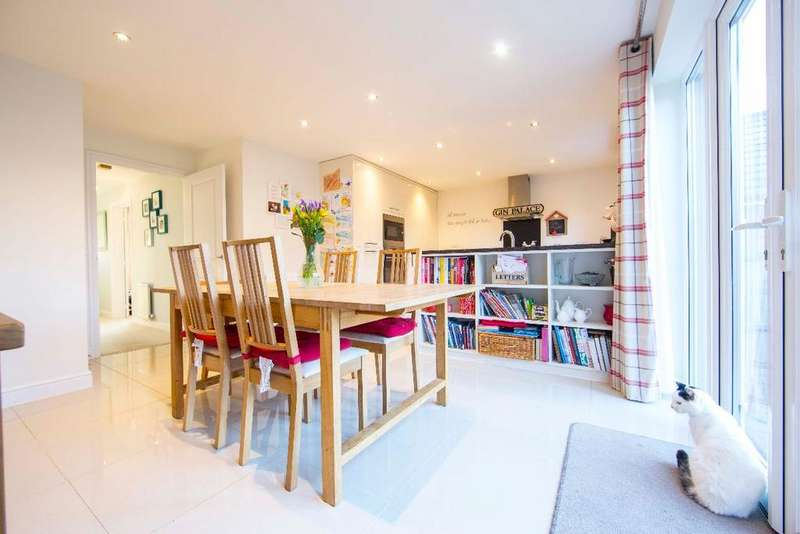 4 Bedrooms Detached House for sale in Orchard Row, Manor View, Trelewis, CF46 6EJ
