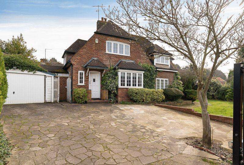3 Bedrooms Detached House for sale in Old Bedford Road, Luton