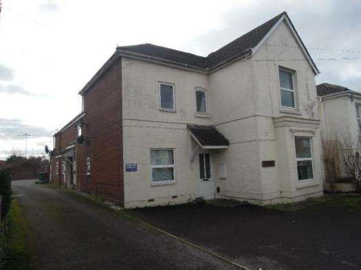 2 Bedrooms Property for sale in Waverley Road, Freemantle, SO15 1JG