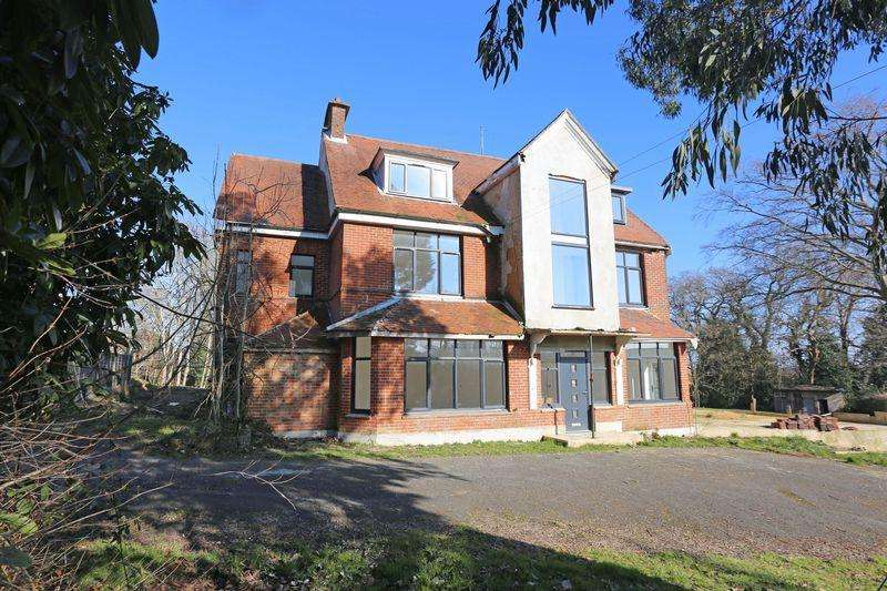 11 Bedrooms Detached House for sale in Lucastes Avenue, Haywards Heath