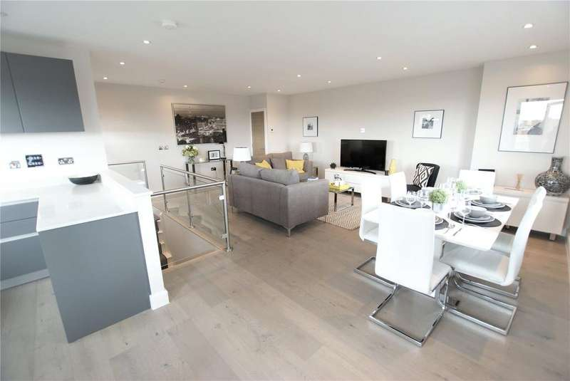2 Bedrooms Penthouse Flat for sale in Geneva House, 3 Park Road, Peterborough, Cambridgeshire, PE1