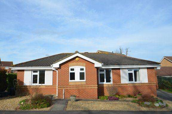 3 Bedrooms Detached Bungalow for sale in Cullompton - Detached with garage, close to amenities