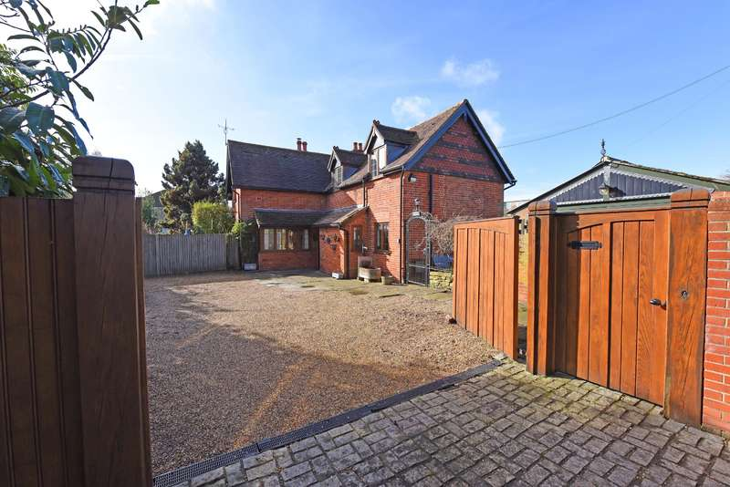 4 Bedrooms Detached House for sale in Chetwode Cottage, London Road, Wokingham, RG40