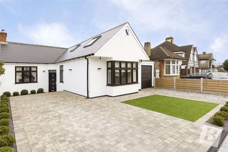 5 Bedrooms Chalet House for sale in Elmhurst Drive, Hornchurch, RM11