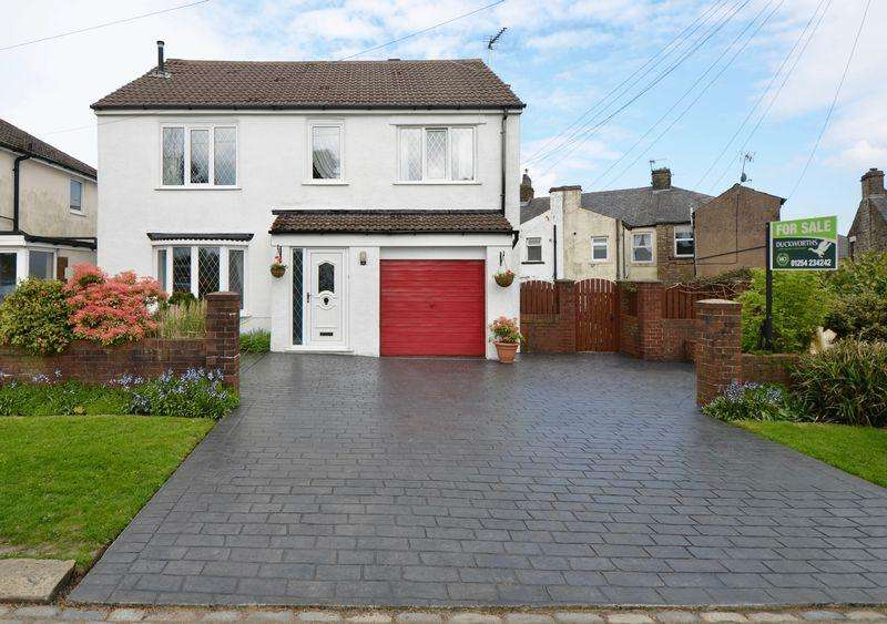 3 Bedrooms Detached House for sale in Hollins Lane, Accrington