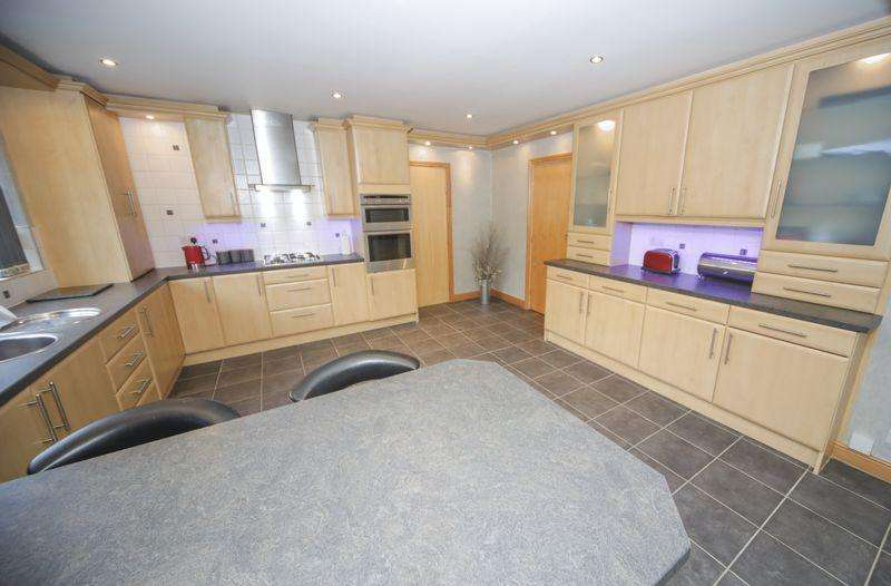 4 Bedrooms Detached House for sale in Stanhill Road, Oswaldtwistle