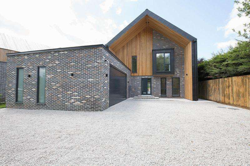 5 Bedrooms Detached House for sale in Gibbet Hill Road, Coventry