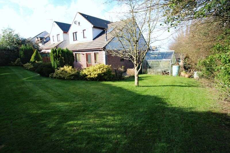 4 Bedrooms Property for sale in Hawthorn Close, St. Columb