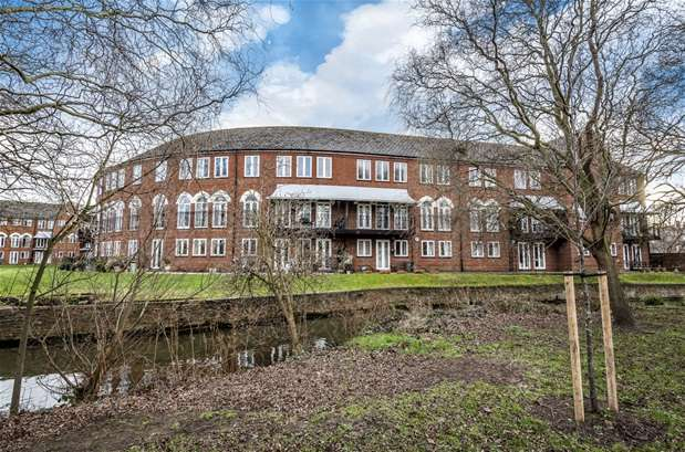 3 Bedrooms Property for sale in Duckmill Crescent, Bedford