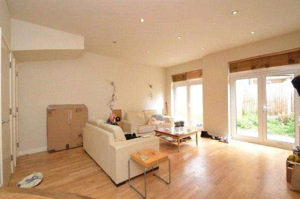 5 Bedrooms End Of Terrace House for sale in Hertford Road, De Beauvior, Islington, N1