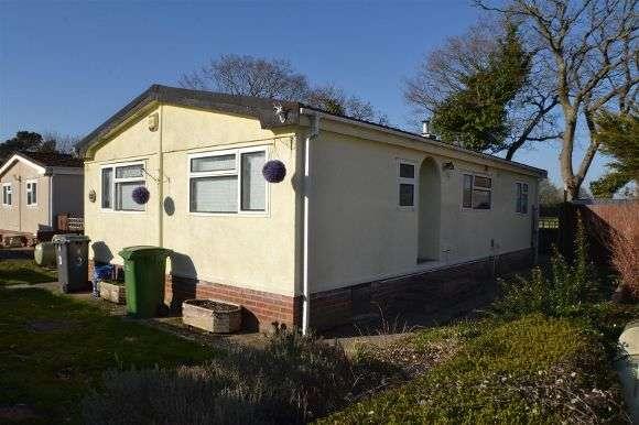 2 Bedrooms Property for sale in Juniper Place, Crookham Park, Crookham Common, Thatcham