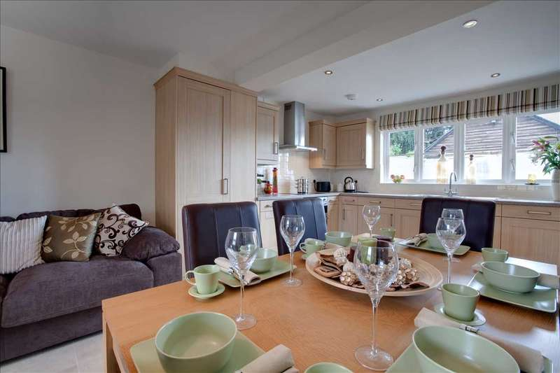 3 Bedrooms Semi Detached House for sale in Dursley, Dursley