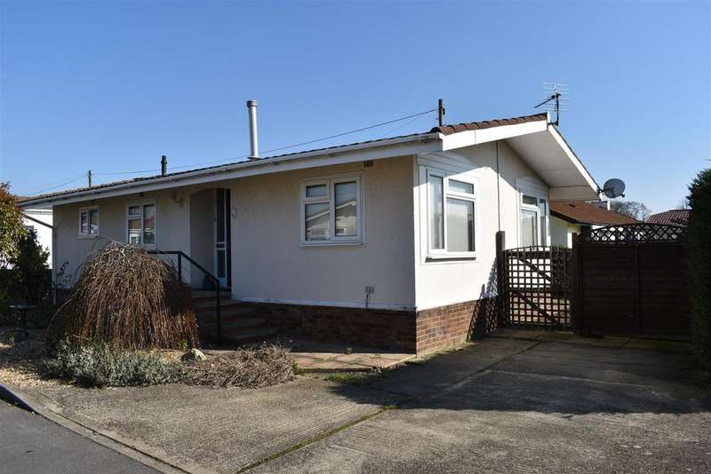2 Bedrooms Detached Bungalow for sale in Villa Park, Lodge Road, Cranfield, Bedford