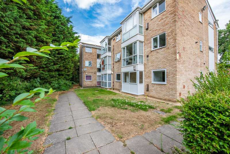 1 Bedroom Flat for sale in Woburn Court next to Leagrave Station, Leagrave