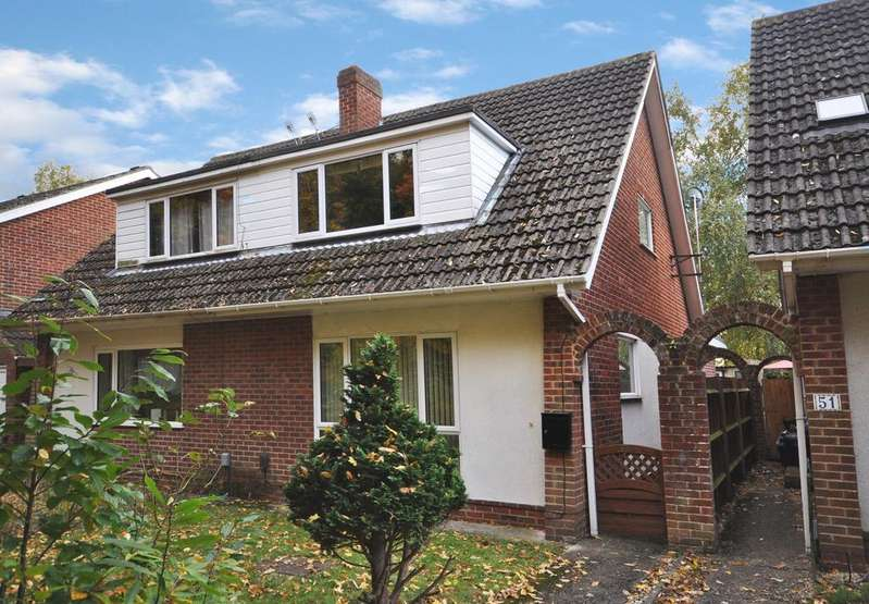 3 Bedrooms Chalet House for sale in Highgate Road, Woodley, Reading, RG5 3ND