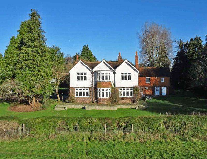 7 Bedrooms Detached House for sale in Character and Country views just 3 miles from Crossrail