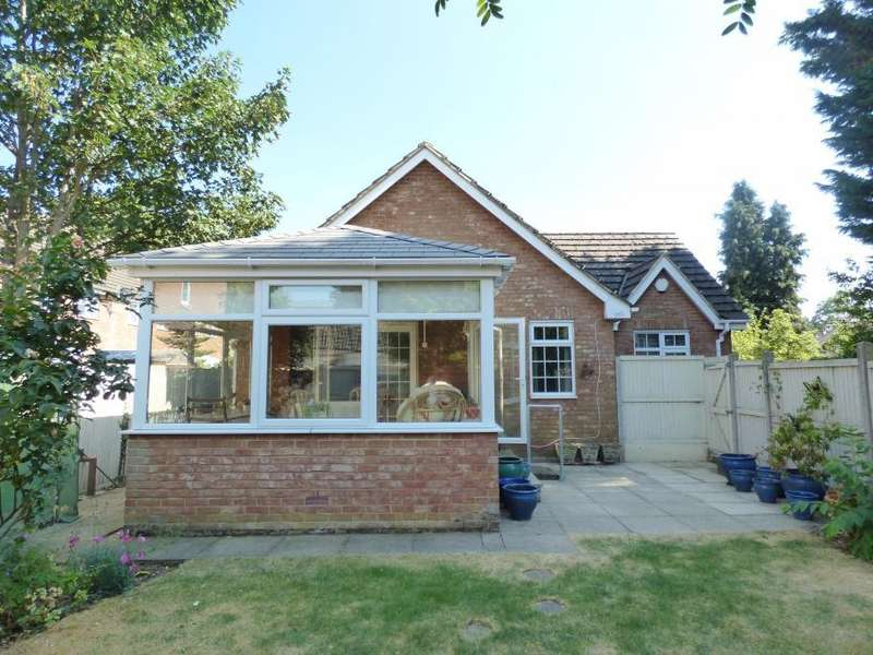 2 Bedrooms Semi Detached Bungalow for sale in Kempston, Beds, MK42 7BG