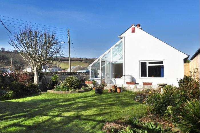 3 Bedrooms Bungalow for sale in 35 METHLEIGH PARC, PORTHLEVEN, TR13