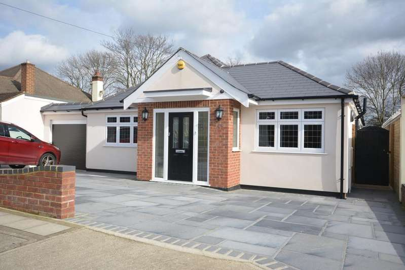 3 Bedrooms Detached Bungalow for sale in Goodwood Avenue, Hornchurch RM12