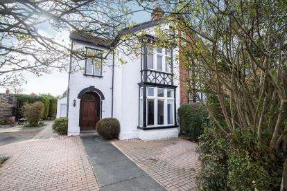 5 Bedrooms Semi Detached House for sale in Tuffley Avenue, Gloucester, Gloucestershire, Gloucs