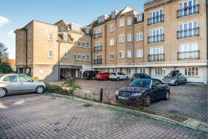 2 Bedrooms Flat for sale in Magnon Court, Lake Street, Leighton Buzzard, Bedfordshire
