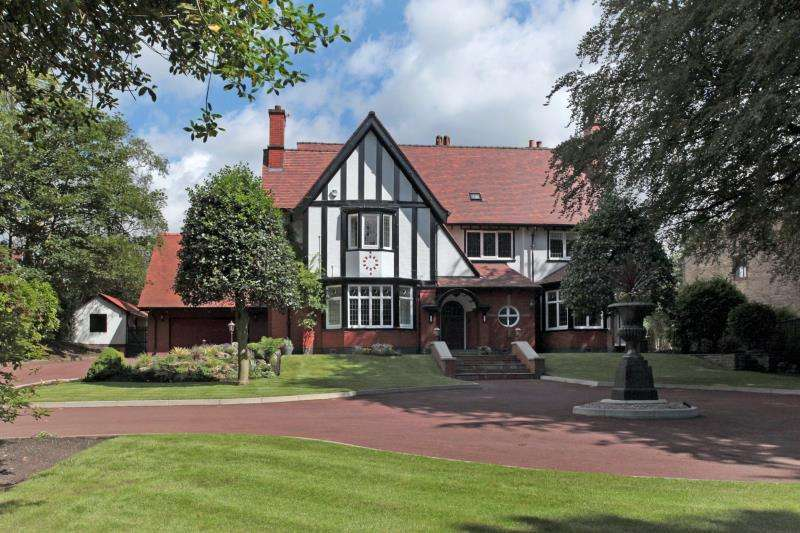 6 Bedrooms Detached House for sale in Chorley New Road, Heaton, Bolton, Lancashire, BL1