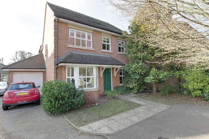 4 Bedrooms Detached House for sale in Avenue Road, Harold Wood, Romford, RM3
