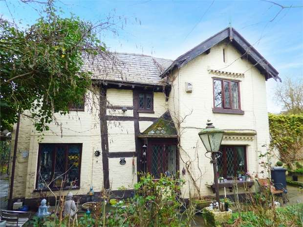 2 Bedrooms Cottage House for sale in Lower Broughton Road, Salford, Greater Manchester