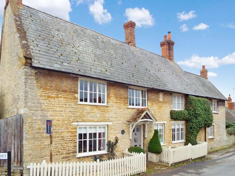 4 Bedrooms Detached House for sale in Gold Street, Podington, Bedfordshire, NN297HX