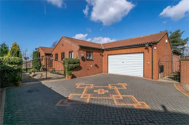 5 Bedrooms Detached Bungalow for sale in Redbrook Avenue, Hasland, Chesterfield, Derbyshire