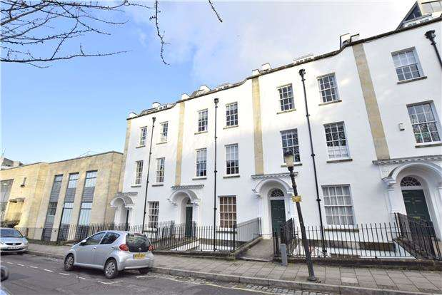 2 Bedrooms Flat for sale in Pro-Cathedral Lane, BRISTOL, BS8 1LB