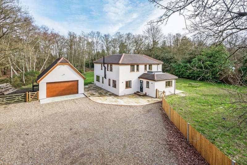 5 Bedrooms Detached House for sale in Farley Hill, Reading, RG7