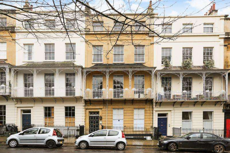 3 Bedrooms Maisonette Flat for sale in Caledonia Place, Clifton Village, Bristol, BS* 4DJ