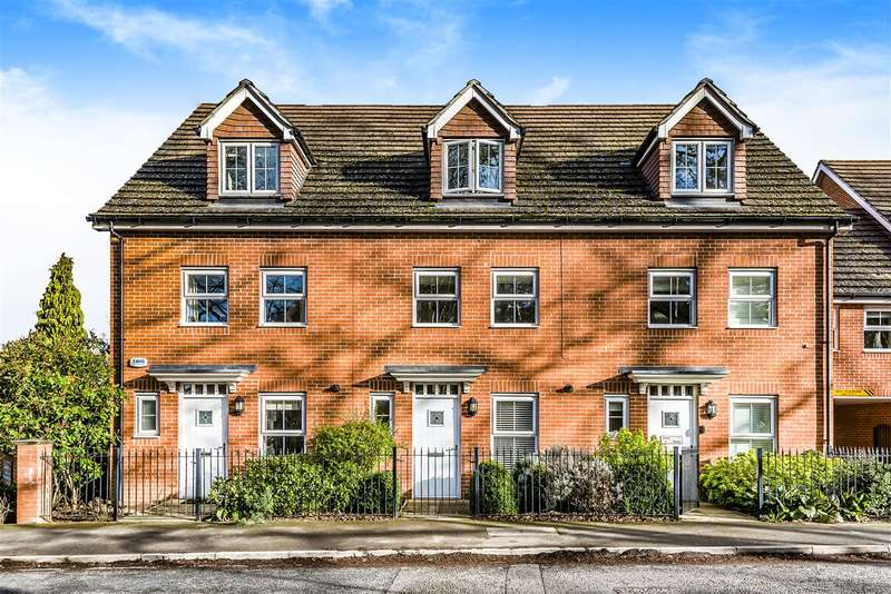 3 Bedrooms Terraced House for sale in Waterloo Road, Crowthorne