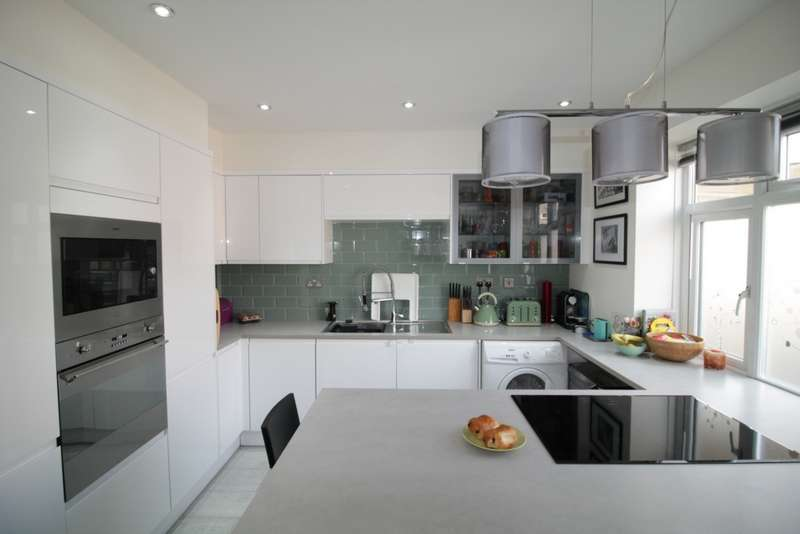 3 Bedrooms Property for sale in Frensham Drive, Putney