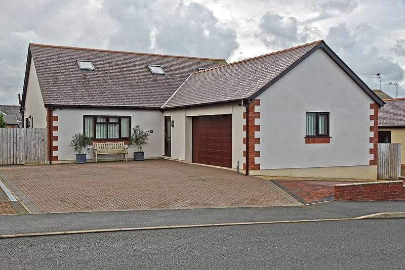 4 Bedrooms Detached House for sale in Maes Capel, Cemaes Bay, North Wales
