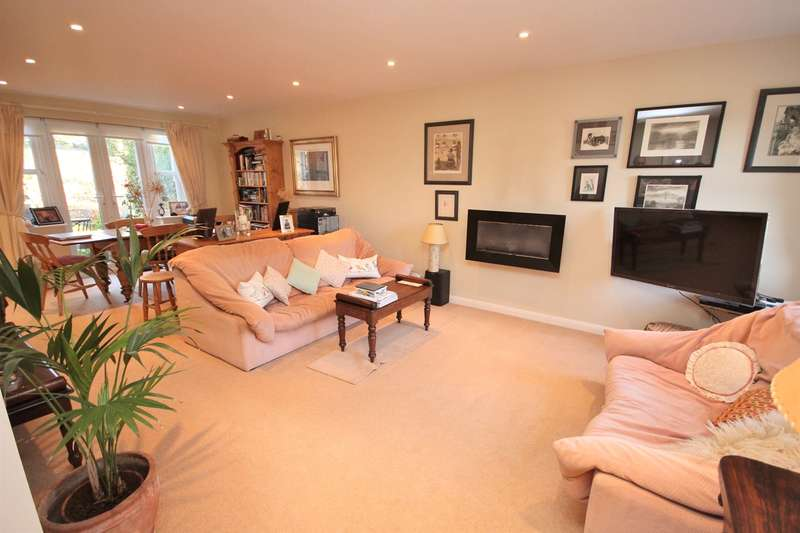 4 Bedrooms Detached House for sale in Ailesbury Road, Ampthill, Bedfordshire, MK45