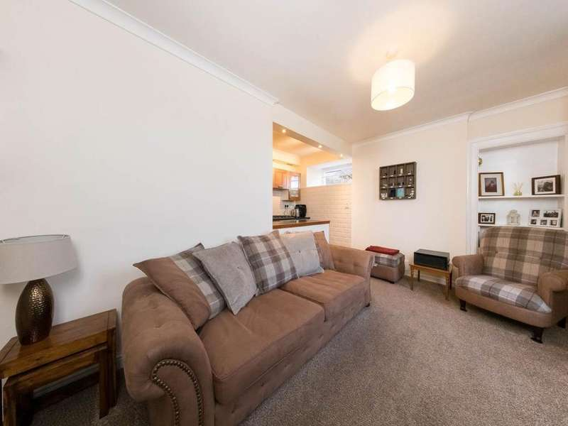 2 Bedrooms Flat for sale in Mount Pleasant, Newburgh,