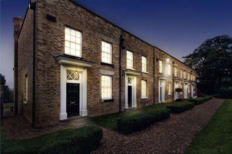 4 Bedrooms Terraced House for rent in Cedar Park, Chigwell IG7