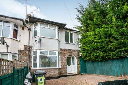 3 Bedrooms Semi Detached House for sale in Eaton Valley Road, Luton, Bedfordshire