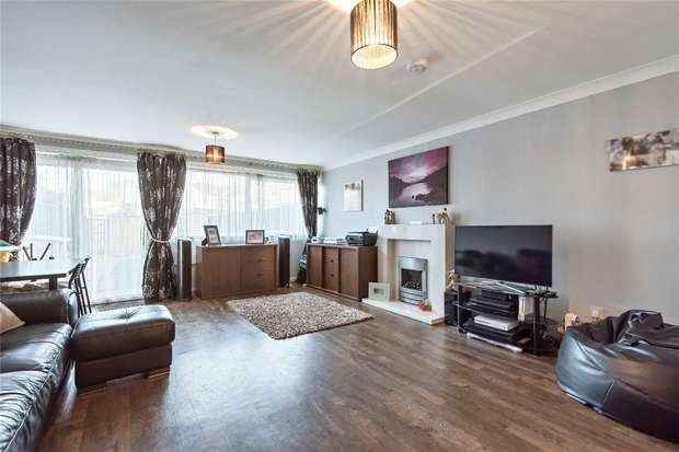 3 Bedrooms Terraced House for sale in Ballinghall Close, Bedford