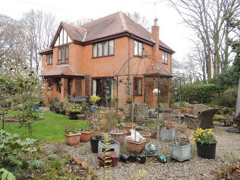 3 Bedrooms Detached House for sale in St Martins Road, Marple, Stockport