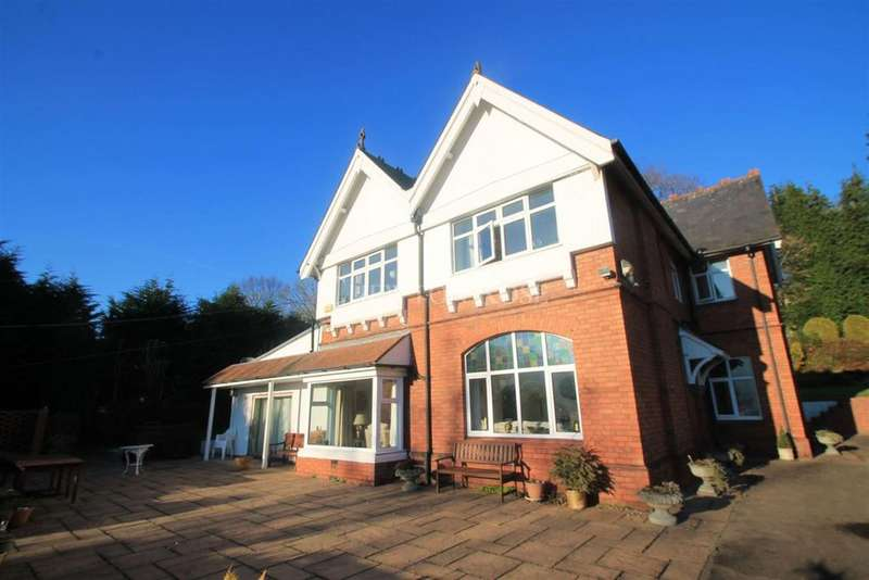4 Bedrooms Detached House for sale in Risca, Newport